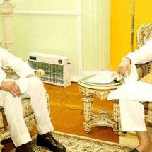 मुख्यमंत्री कमलनाथ ने  राज्यपाल लालजी टंडन को सौंपा इस्तीफा