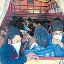 ट्रकों में मजदूरों को ठूंसकर ले जाया जा रहा है बिहार