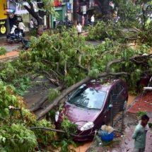 कोलकाता में फिर आया तूफान