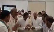 पूर्व मंत्री और भाजपा नेता बालेंदु शुक्ला ने थामा कांग्रेस का हाथ