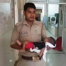 दो सिपाहियों ने तीन महीने के बच्चे के साथ ट्रेन के सामने कूद कर आत्महत्या करने जा रही महिला को बचाया