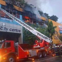 मुंबई के नागपाड़ा इलाके में एक मॉल में लगी आग, दो फायर कर्मी घायल