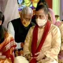केजरीवाल अपने मंत्रिमंडल के सदस्यों के साथ अक्षरधाम मंदिर में हुए शामिल